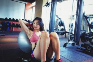 女性 ジム トレーニング